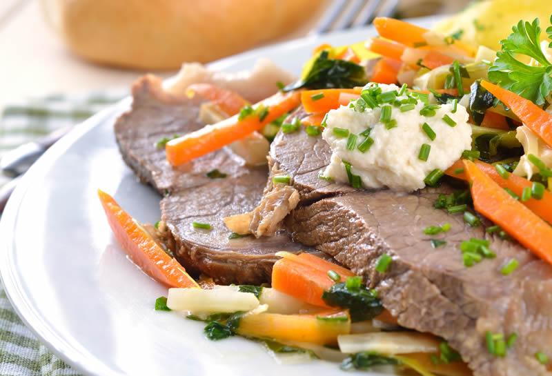 Tra i tanti piatti che si gustano assieme al gutturnio fermo c'è il bollito misto
