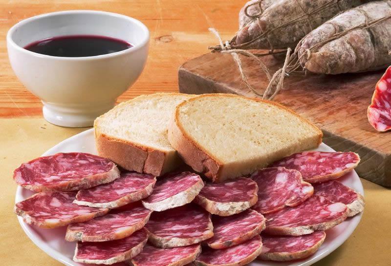il gutturnio frizzante si apprezza maggiormente accompagnato dai salami piacentini